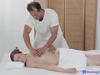 Naked babe receives at hand than just massage